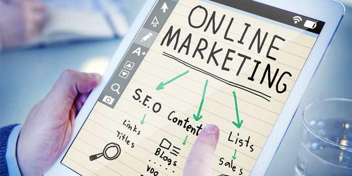 tablet con spiegazione di online marketing